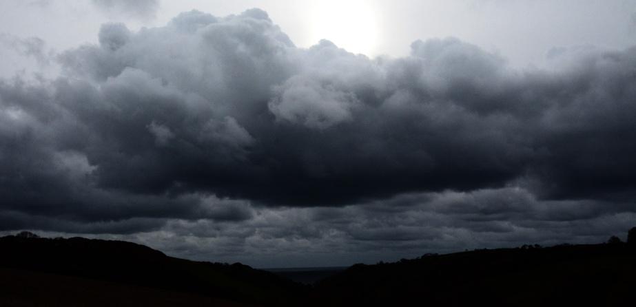 looe-stormclouds